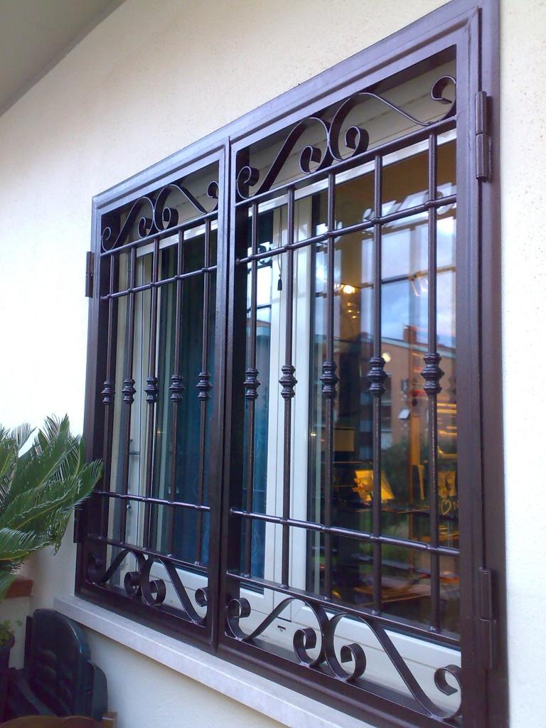 Vendita grate e persiane grate in ferro roma emilio infissi serramenti e infissi a roma - Costo grate finestre roma ...