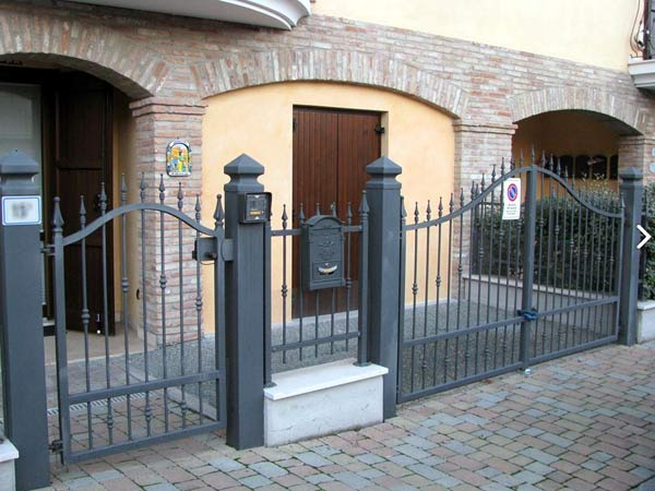 Vendita cancelli recinzioni e lavorazioni in ferro - Cancellate in ferro per finestre ...
